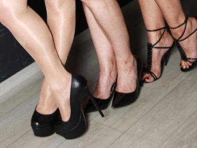 Schuhe, Füße und hübsche Zehen